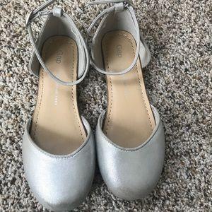 Girls Gap sandals in silver slightly worn size 1